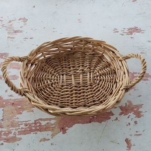 Wicker basket tray with handles